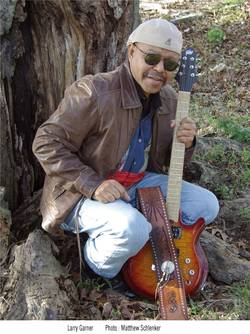 "Sehen Sie ""Larry Garner - Bluesman meets Norman Baker & Friends"" im Savoy Bordesholm"